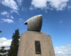 高御座山の飛翔の碑